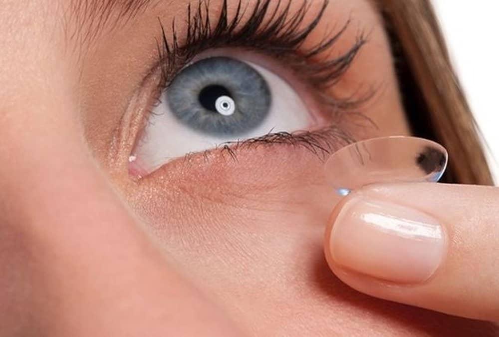 Đeo contact lens có tốt không