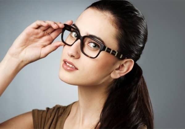 Người đeo kính có thông minh hơn người khác