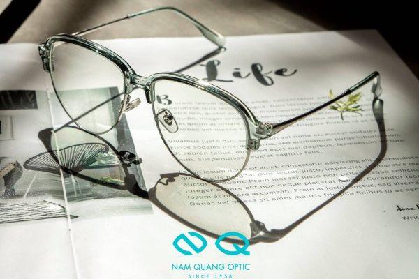 Các loại kính không độ cao cấp sẽ giúp ngăn ngừa tia UV